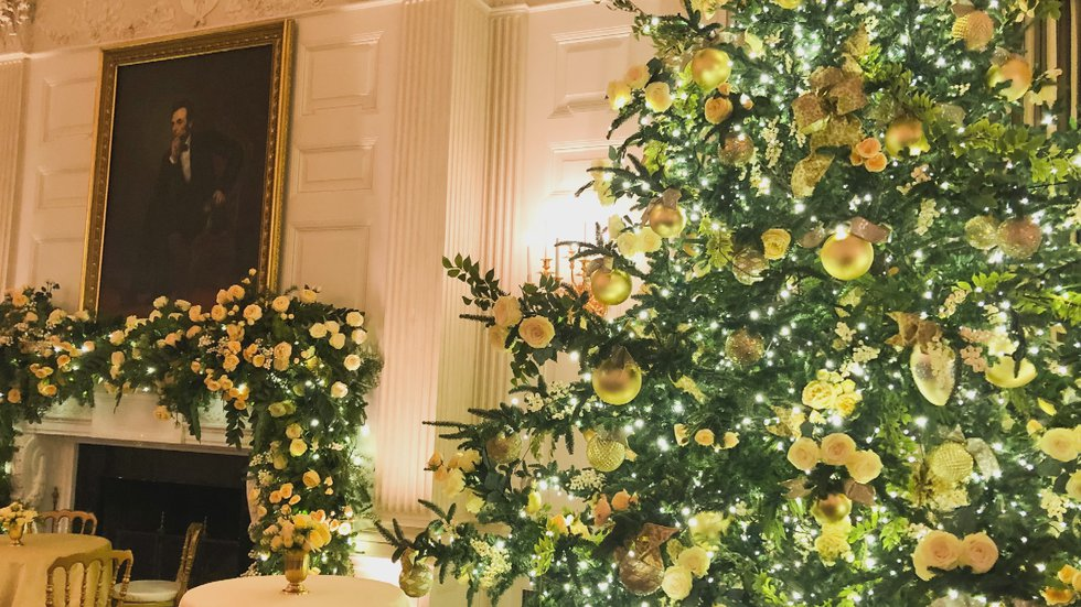 State dining room decorated for Christmas 2020.