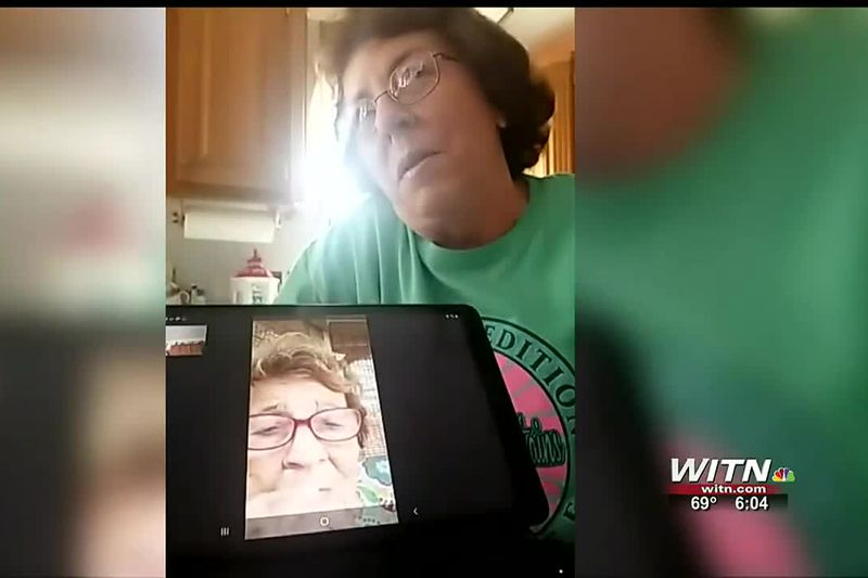 Family tearfully celebrates first virtual Thanksgiving using Zoom to connect