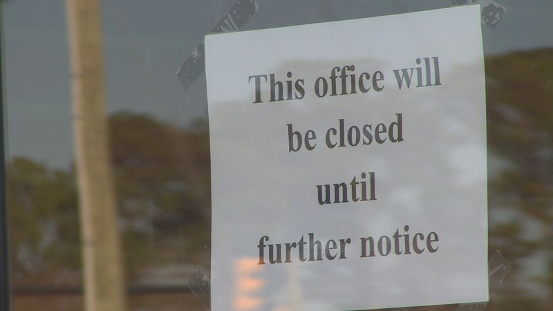 Closed sign on Jacksonville Drivers License Office.