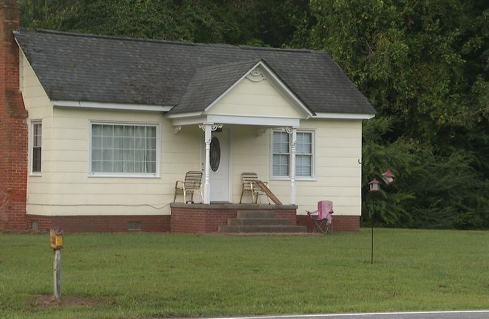 Deputies are investigating an apparent murder/suicide in Beaufort County.