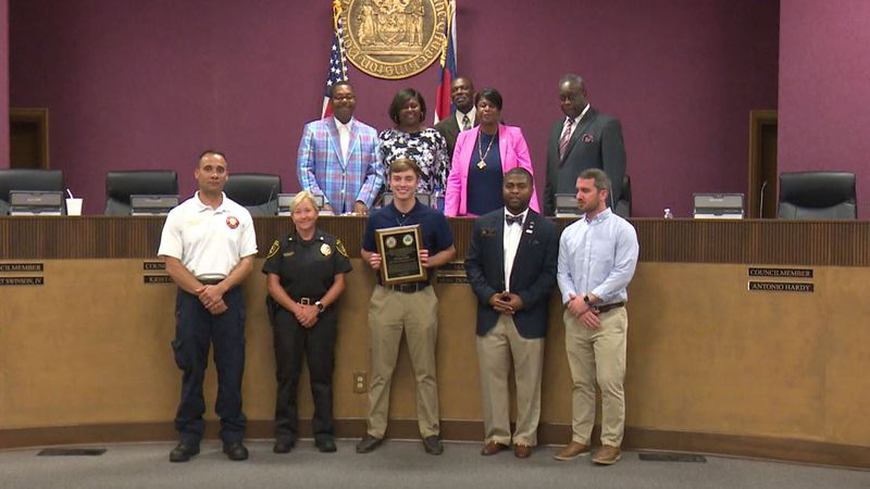 Teen awarded for saving lives of a father and daughter who fell into the Neuse River