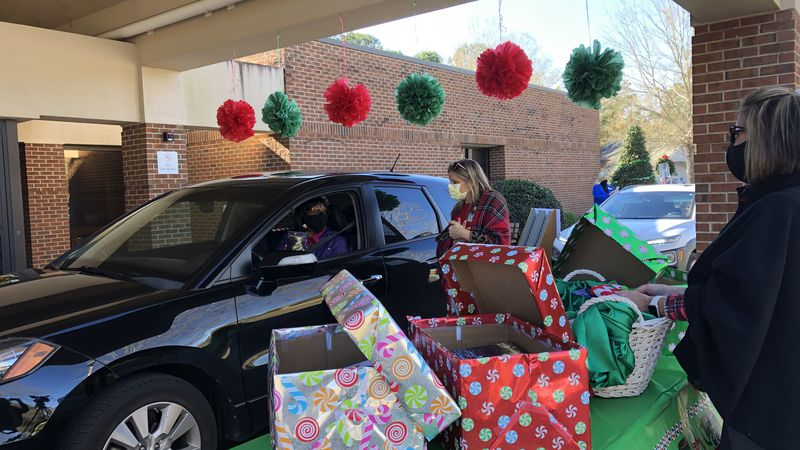 Hospital hosts drive-thru party for volunteers