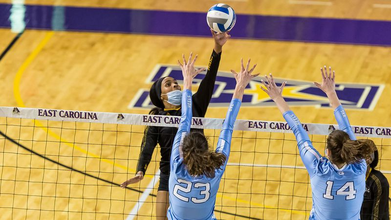 Bri Wood ECU volleyball