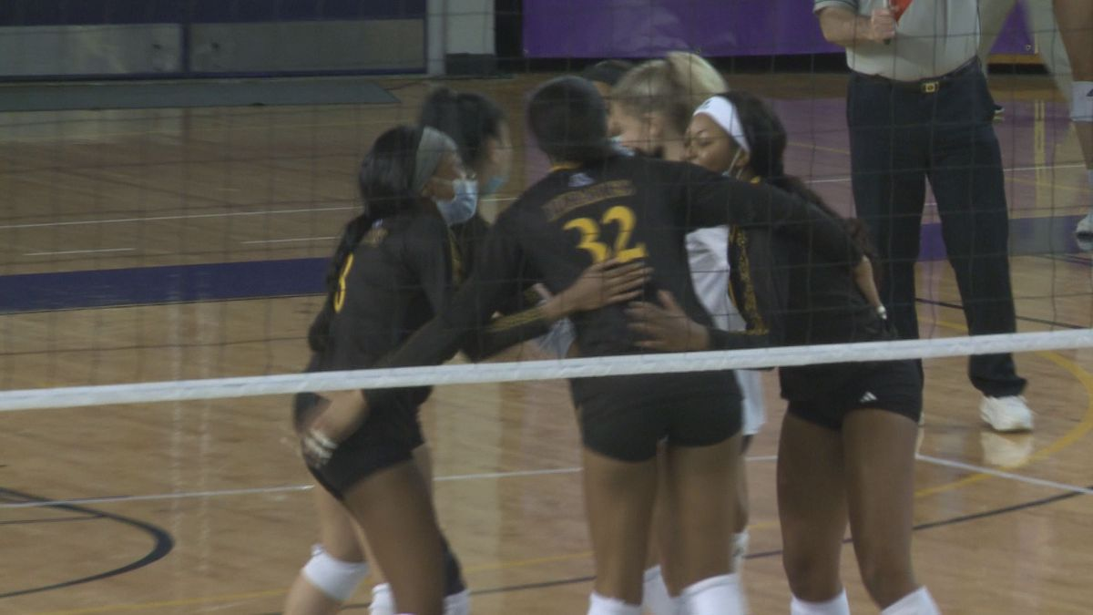 ECU volleyball defeats UNC
