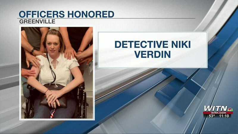 Undercover officers who pulled detective from burning cruiser honored today