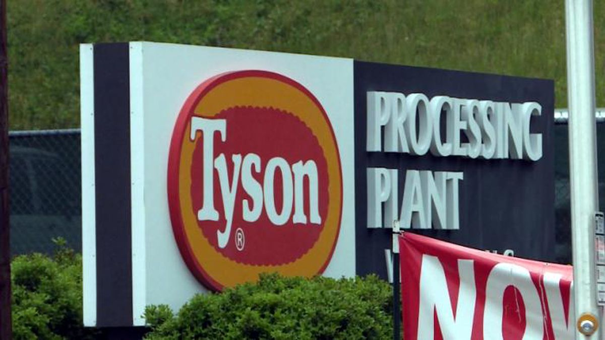 North Carolina salon won't provide haircuts to any workers from a nearby Tyson poultry plant after a COVID-19 outbreak at the facility. (Image: WCNC/NBC News)